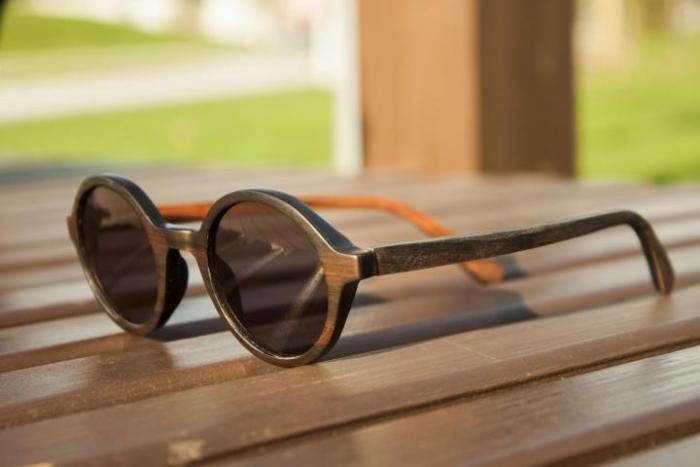 деревянные очки.