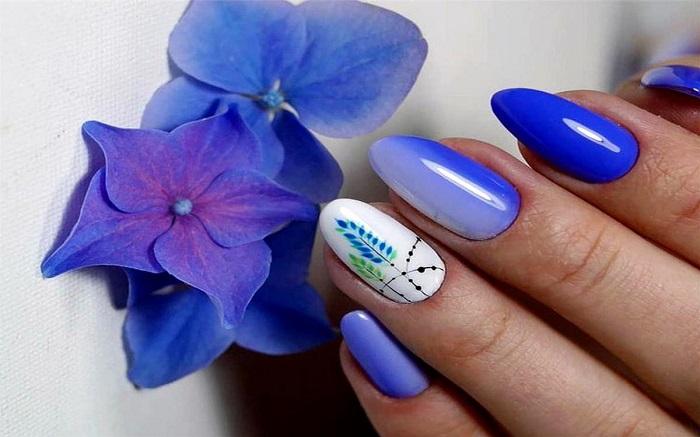 Летный дизайн ногтей.