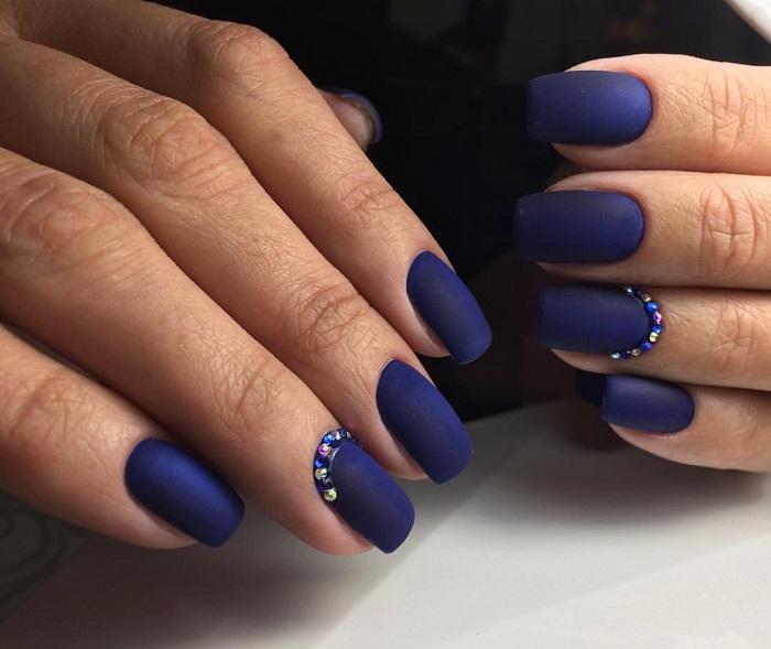 Матовый дизайн ногтей.