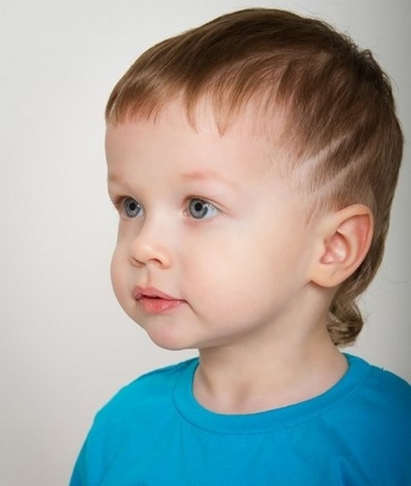 Модная стрижка для маленького мальчика.