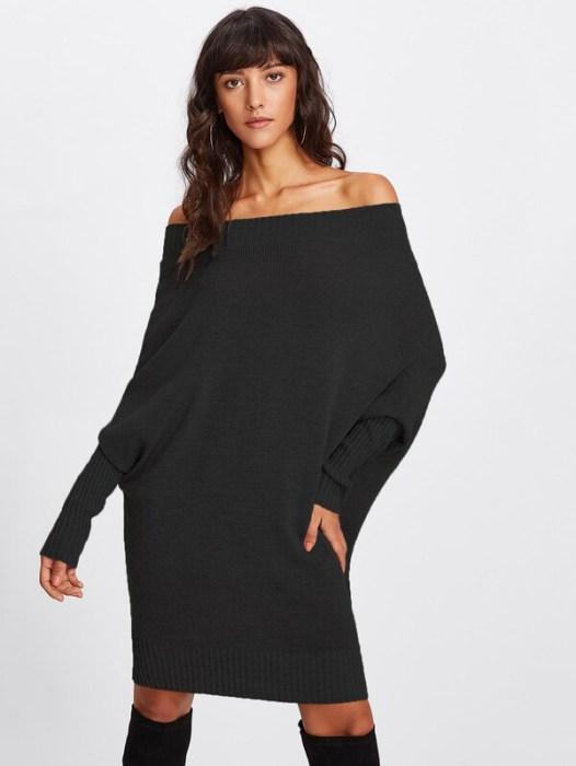Платье с открытыми плечами.