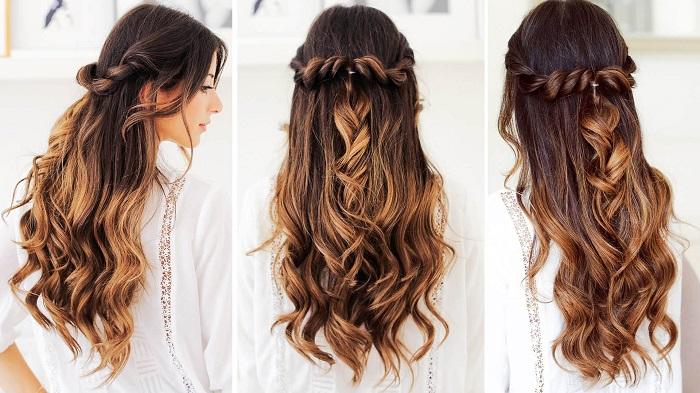 Длинные распущенные волосы.