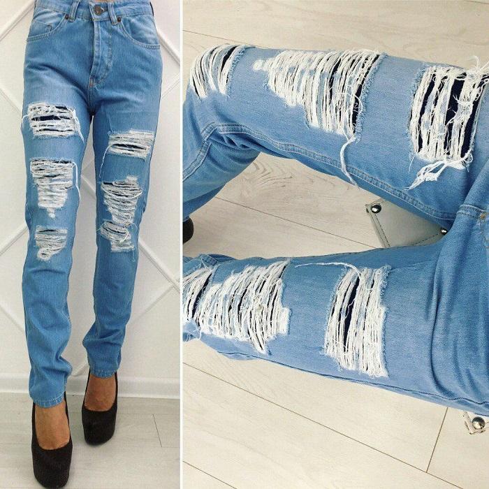 Рваные модные джинсы.