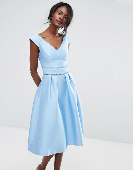 платье ниже колен.