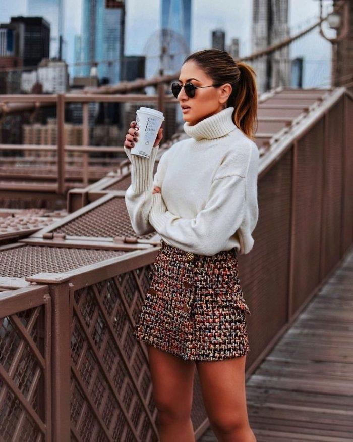 Модная короткая юбка.