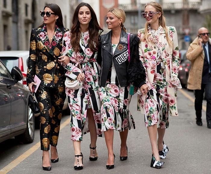 Одежда с цветочным принтом.