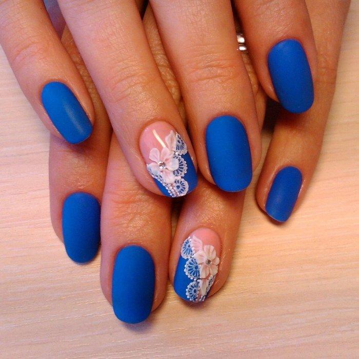 Элегантные синие ногти.